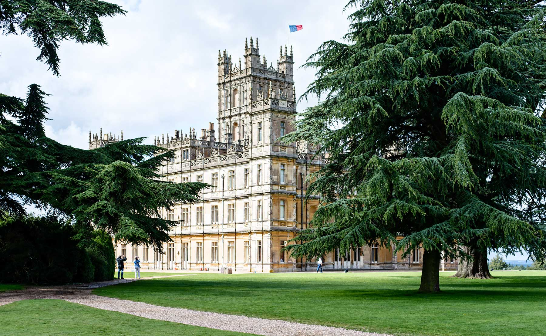 visiting highclere castle with downton abbey fans visiting highclere castle with downton abbey fans