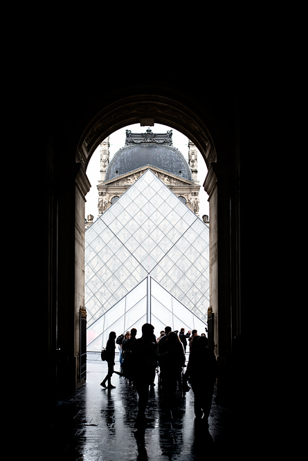 Video: How much fun is Paris when it rains? The Louvre.