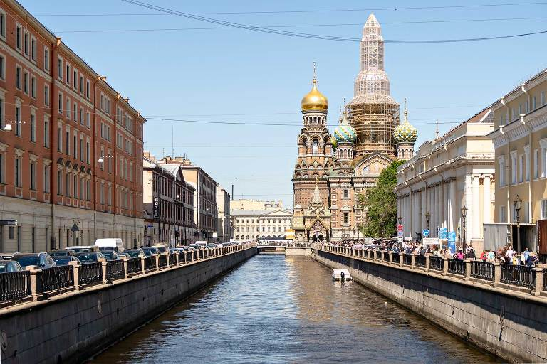 St Petersburg Travel Guide: First Impressions and Getting a
